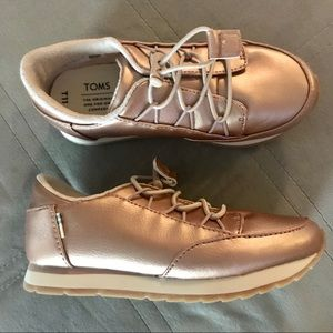 GIRLS TOMS - ROSE GOLD PEARLIZED LEATHER SNEAKERS